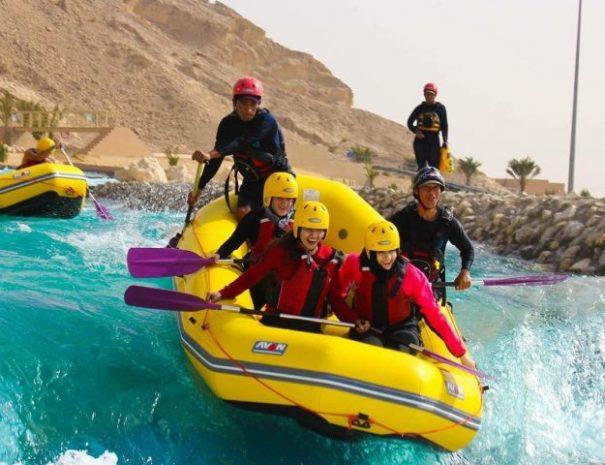 white-water-rafting-at-wadi-adventure-uae-640x480